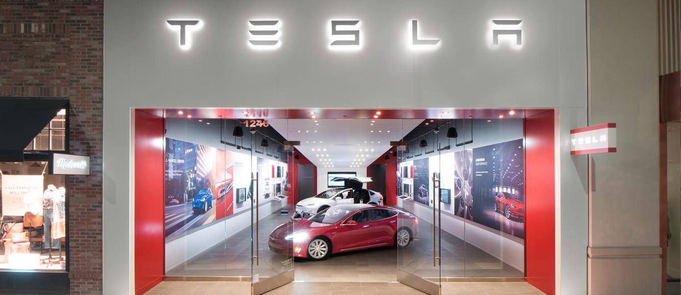 Κίνηση - έκπληξη από τη Tesla: Στροφή σε online-only sales strategy